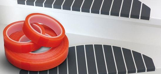 Micostep® kunststof trapmaantjes zijn eenvoudig te plaatsen met dubbelzijdige tape